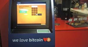 bitcoinový ATM bankomat v Londýně Campusu Google